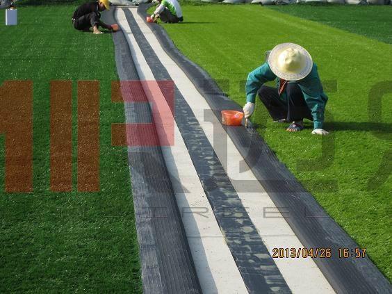人造草坪足球场铺设施工